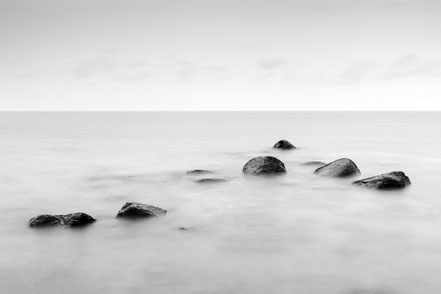 Rügen, Holger Nimtz, seascape, Baltic Sea, black and white, b&w, black, white, photo, photograph, wallart, silence, water, ocean, calm, lonliness, surreal, relax, relaxing, longexposure, still, fineart, coast, coastline, decorative, soul, width,