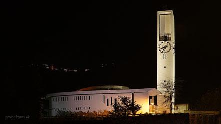 Nachtaufnahme der kat. Kirche von Rebstein