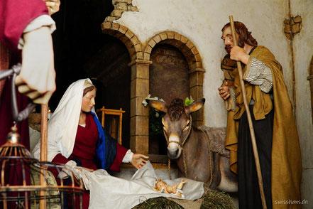 Darstellung mit Maria, Josef und dem Christkind im Stall