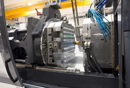 Eine Werkzeugmaschine, welche durch eine optimale Entformung in Schaffhausen deutlich bessere Taktzeiten erreicht