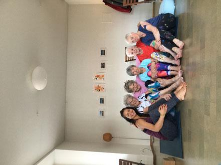 yoga vinyasa hatha studio basel food essen rezept blog gesund anfänger pilates meditation basel workshop wanderung move life tee kunst bewegung japan blue gipsy caravan handmade switzerland schweiz decken furoshiki tücher tischtuch augenkissen accessoires
