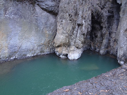 鱒飛の滝 滝壺