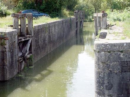 L'écluse du Gouffre, au confluent de la Vendée dans la Sèvre