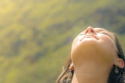 Entspannte Behandlung dank schalldämmender Kopfhörer