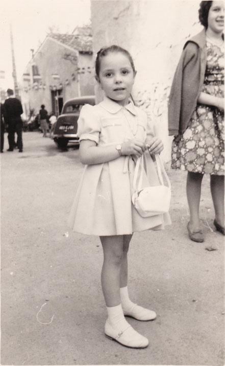 Edith CHABOT et Jacqueline ROBERT (3 mai 1961) On voit la maison de Lucette PELLARIN au fond.