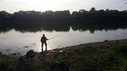 Валера на вечерней рыбалке