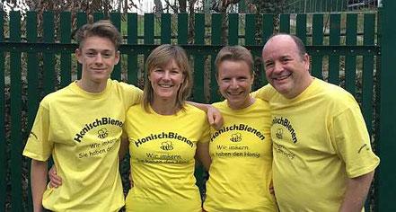 Das Honisch-Bienen-Team: Julius, Elke, Esther, Andreas
