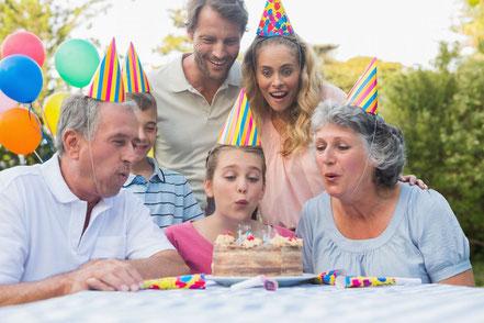 Festa di compleanno all'aperto-alt