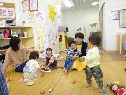 春口さんと、元気に遊ぶこどもたち。