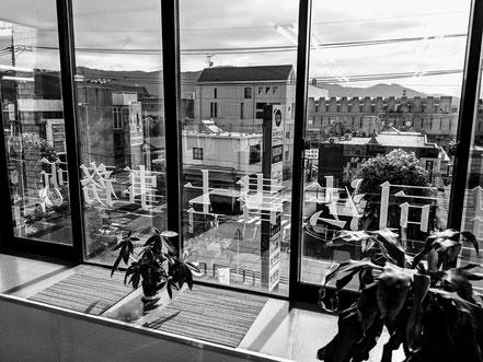 横田貴昭司法書士事務所 事務所内から公会堂方面を見た景色です。