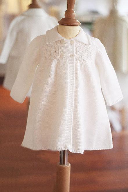Manteau baptême automne hiver bébé lainage blanc Agathe Fil de Légende. Magasin vêtements baptême Paris, Neuilly-sur-Seine. Envois dans toute la France.