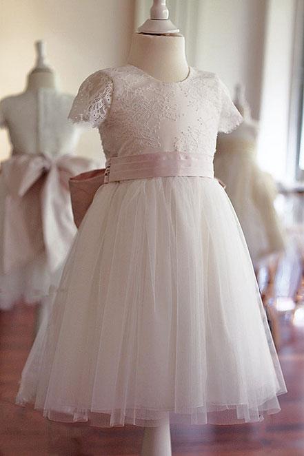 72569a9f8153e Robe cérémonie fille Aurelia avec corsage et manches en dentelle italienne.  Jupe en tulle.