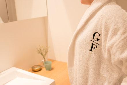 Bademantel mit Ihrem Namen Monogramm personalisiert