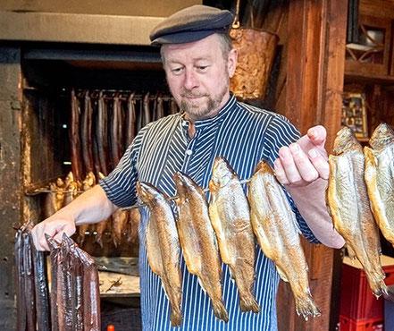 MAG Lifestyle Magazin Reisen Urlaub Deutschland Bremerhaven Schaufenster Fischereihafen Fisch räuchern Restaurants Hafenkneipen