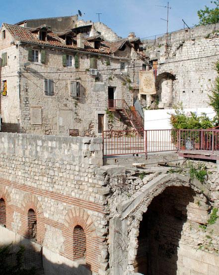 MAG Lifestyle Magazin Urlaub Reisen Kroatien Split Hafenstadt Dalmatien Altstadt Diokletianpalast