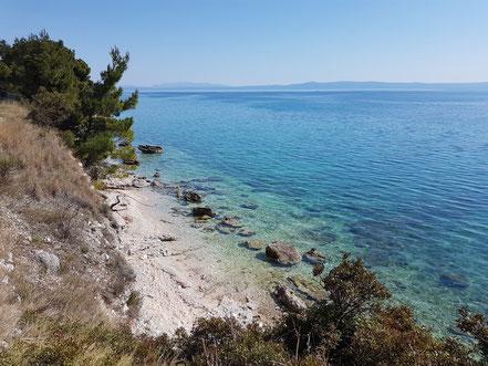 MAG Lifestyle Magazin Kroatien Dalmatien Urlaub Reisen Adria FKK schönste Strände Makarska Riviera Baska Voda schwimmen sonnen nackt Bucht