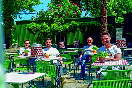 MAG Lifestyle Magazin online italienisches Restaurant Club Flair neapolitanische Küche Pizza senza danza Wien Volksgarten pop up italienische Küche Alexander Kumptner Aperitivo Prosecco Campari Soda
