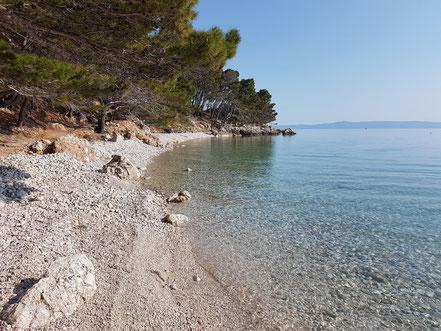 MAG Lifestyle Magazin Kroatien Dalmatien Urlaub Reisen Adria FKK schönste Strände Makarska Riviera Krvavica schwimmen sonnen nackt Bucht Cvitačka
