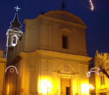 MAG Lifestyle Magazin Reisen Urlaub Italien Abruzzen Bisenti Altstadt Abruzzen Kirche Santa Maria degli Angeli