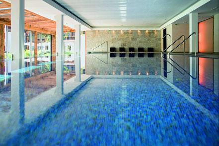 MAG Lifestyle Magazin Urlaub Reisen Österreich Tirol Kitzbühel Hotel Kitzhof Bergsommertage Nacht geschenkt gratis Mountain Design Hotels