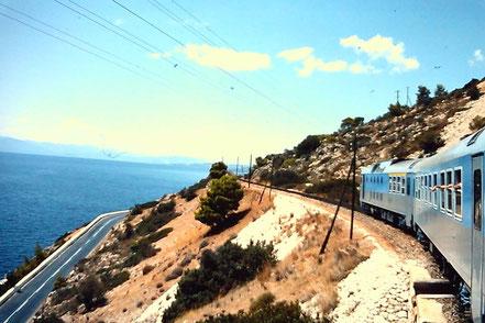 MAG Lifestyle Magazin Reisen Urlaub Bahnreisen Europa Züge Eisenbahnen Griechenland Schmalspurbahnen Peloponnes