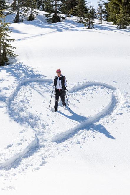 mag lifestyle magazin online reisen urlaub winterurlaub winter österreich bad mitterndorf salzkammergut schneeschuhwandern salzkammergut schneeschuhe elisabeth humer buch winterwandern wandern