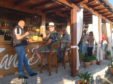 MAG Lifestyle Magazin Urlaub Reisen Kroatien Dalmatien Makarska Riviera Baska Voda Beachbar Zanzi Bar Cocktailbar Zanzibar Cocktails Longdrinks Strand