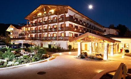 MAG Lifestyle Magazin Reisen Urlaub Kulinarik Deutschland Bayern Chiemgau Das Achental Luxus Resort Hotel Gourmetrestaurant ES:SENZ Sternekoch Edip Sigl Golf Wellness