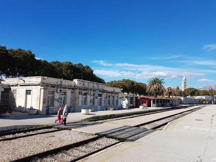 MAG Lifestyle Magazin Reisen Urlaub Bahnreisen Europa Züge Eisenbahn Bäderzüge Autoreisezüge Split Kroatien Dalmatien Dalmatiner Bahn Adria Bahnhof