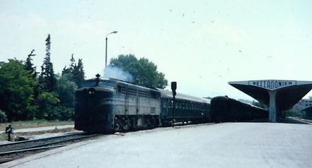 MAG Lifestyle Magazin Reisen Urlaub Bahnreisen Europa Züge Eisenbahnen Griechenland Akropolis Hellas Express