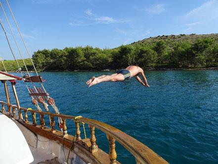 Yachtführerschein Skipperpraxis Skippertraining Kroatien Dalmatien Küstenpatent Kurs Prüfung Motoryacht Motoryachten Urlaub Yacht Yachurlaub Yachtcharter