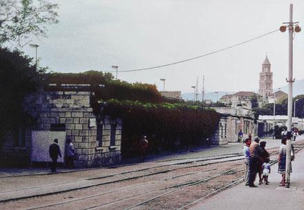 MAG Lifestyle Magazin Reisen Urlaub Bahnreisen Europa Züge Eisenbahn Bäderzüge Autoreisezüge Split Jugoslawien Dalmatien Dalmatiner Bahn Adria Bahnhof
