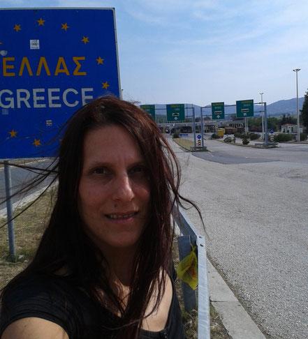 MAG Lifestyle Magazin Urlaub Reisen Reisebericht Cornelia Singer VW Transporter Wohnmobil T5 Griechenland Athen Konzert Strand Meer