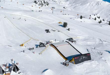 mag lifestyle magazin online reisen urlaub österreich zillertal arena skigebiet bagjump landingbag freestyle fans