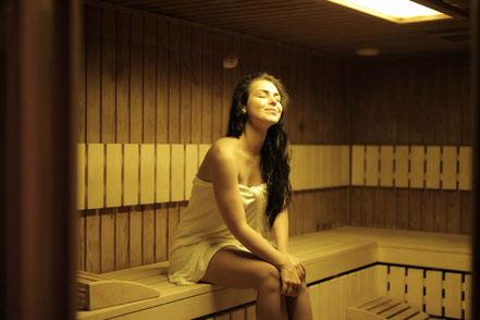 mag lifestyle magazin online sauna gesundheit nackt saunieren immunkräfte fördern corona lockdown geschlossene hotels wellnesseinrichtungen
