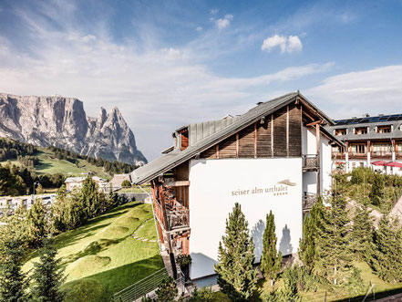 MAG Lifestyle Magazin Reisen Urlaub Italien Südtirol 5 Sterne Hotel Urthaler Seiser Alm Holz Eleganz Stil