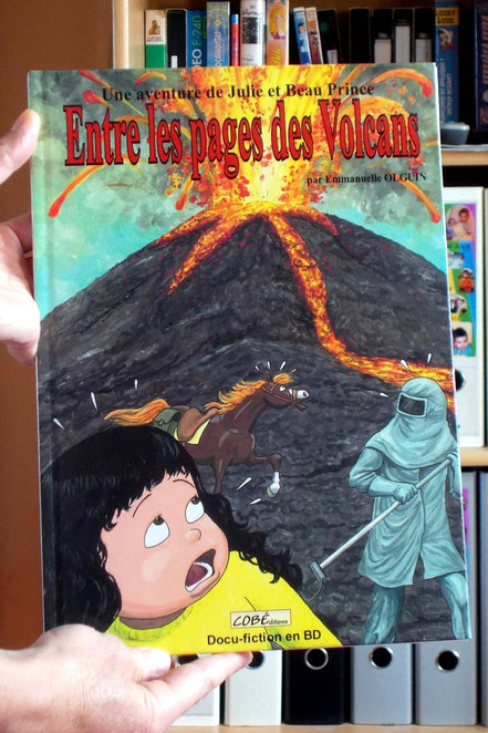 """Comment publier, éditer un livre ou une BD ? """"Entre les pages des Volcans"""", photo de couverture, les aventures de Julie et Beau Prince, par Emmanuelle OLGUIN, COBEditions"""