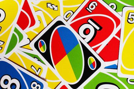 Uno spielen mit Freunden online Spieleabend