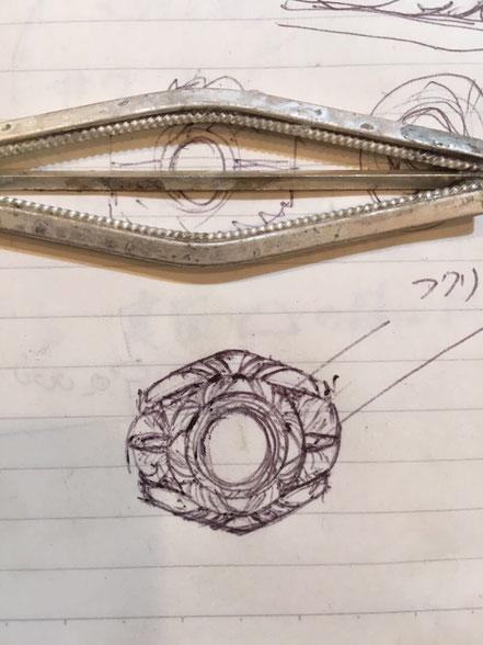 ベゼルと台座のデザイン