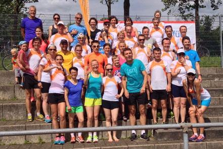 Gelebter Teamspirit: die Teilnehmer der Marathonkurse beim Fotoshooting.