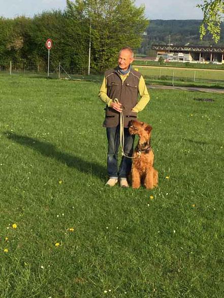 Bendix vom Juratal zusammen mit Jürg am Hundeplatz, Sohn unserer Anica aus dem B-Wurf
