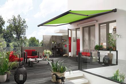 markilux 990 grün Wandmontage an Einfamilienhaus Kassettenmarkise bei FINK Markisen Sonnenschutz