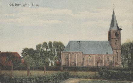 Rond 1900 lag de Stefanuskerk helemaal vrij. Tussen kerk en dorpsbebouwing lagen huisweiden en moestuinen.