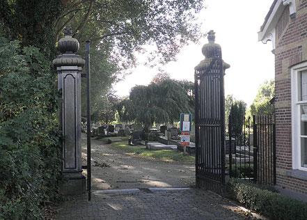 Nadat in 1824 de tolheffing bij de Punt werd afgeschaft, werd het monumentale 18de-eeuwse tolhek volgens de overlevering hergebruikt. Waarschijnlijk doet het sindsdien dienst als toegangshek van de Groningse Noorderbegraafplaats.