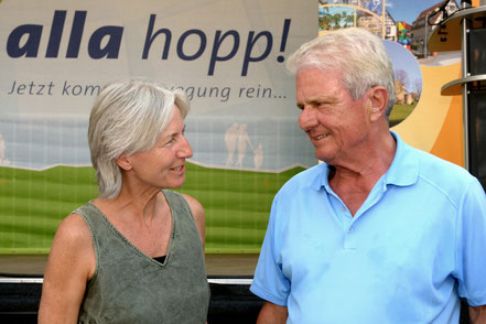 Stifter Dietmar Hopp mit Planerin und Büroleiterin Elke Ukas.  Foto: Dietmar Hopp Stiftung