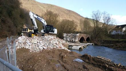 Abriss einer Brücke