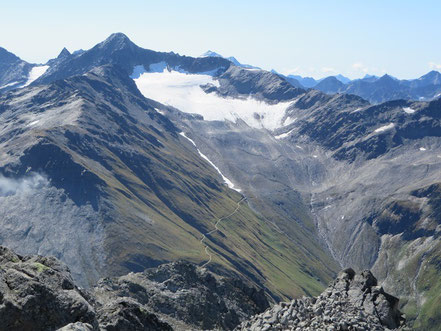 Muttenhorn (3099m) vom Kleinen Furkahorn (3026m) aus, unten irgendwo der Furkapass