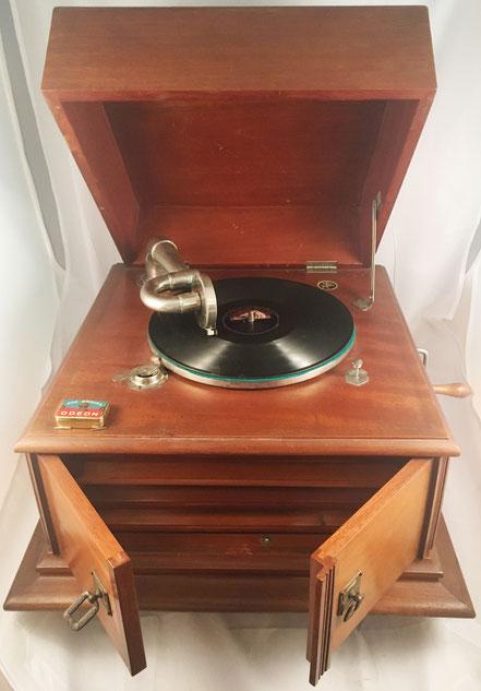 Gramófono JUMBO (diafragma Jumbo modelo 1917), fabricado en España, s/n E24534, año 1917, 50x50x32 cm