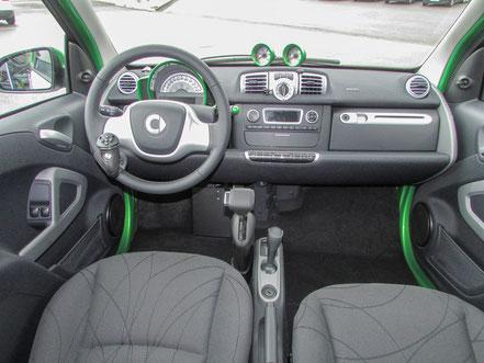 behindertengerechter Smart Fortwo Electric Drive Selbstfahrerumbau, Handgerät, MFD, Sodermanns
