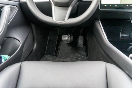 behindertengerechter Tesla Mod. 3 Selbstfahrerumbau, Pedalerhöhung, Sodermanns